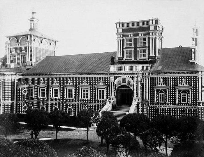 Северный фасад Тихвинской церкви