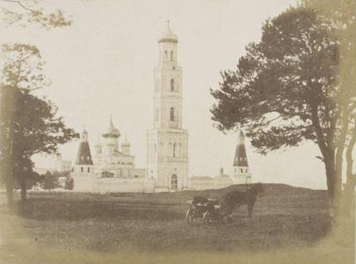 Первая фотография колокольни Симонова монастыря. 1852