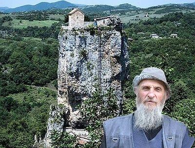 «Я поднялся на 40-метровый горный каменный столп, где подвизается столпник-монах…»