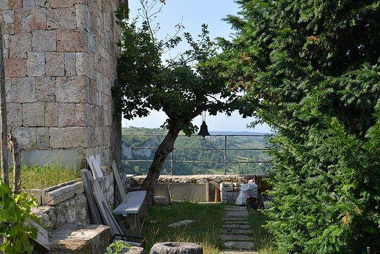 У храма Симеона Столпника