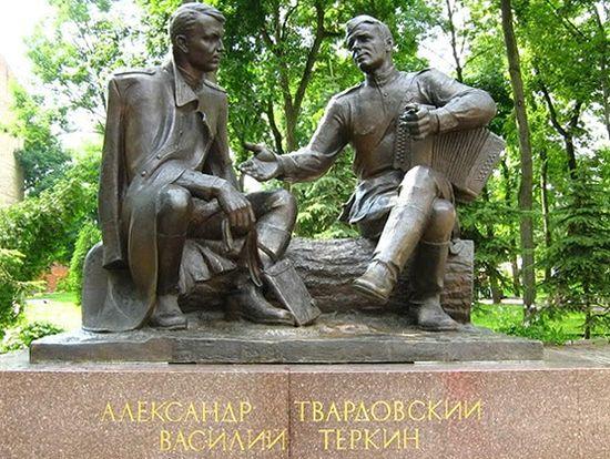 Памятник Александру Твардовскому и Василию Теркину, скульптор А. Сергеев, 1995 год, Смоленск. Фото: eponim2008.livejournal.com