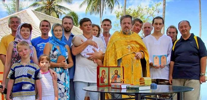Archimandrite Oleg (Cherepanin) with parishioners of the Holy Ascension parish in Koh Samui