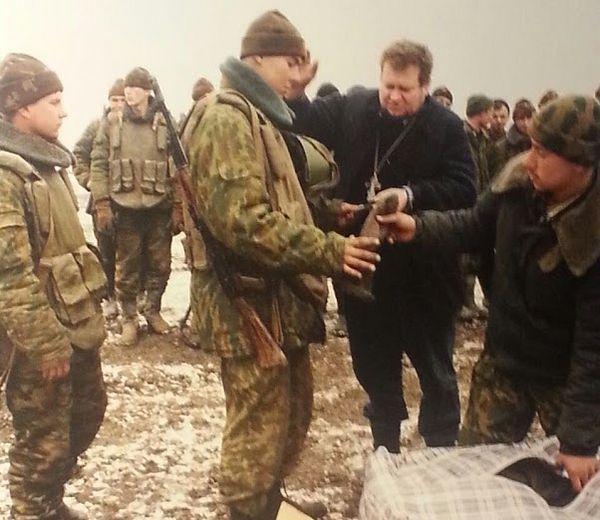 Носки и шапочки с письмом солдату