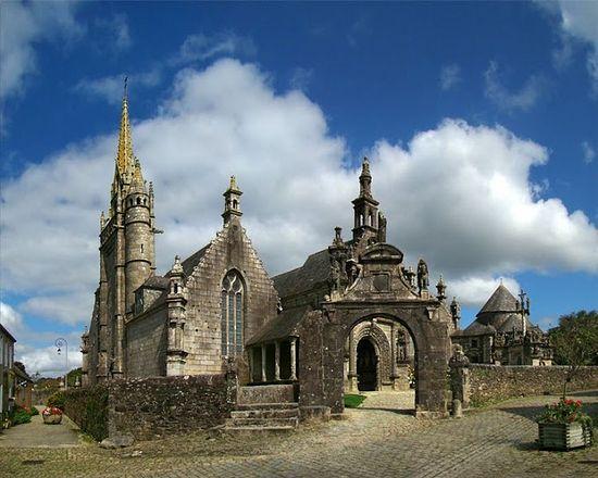 Guimiliau church (taken from Wikimedia. Commons)