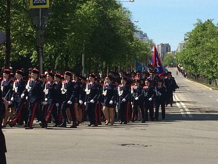 Казачья «коробка» выходит на площадь в День Победы