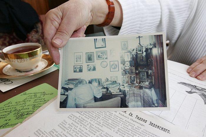 Фотография святителя Иоанна Шанхайского в своем кабинет в Сан-Франциско