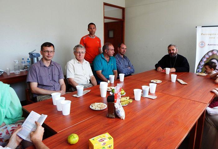 Встреча общины, чаепитие и катехизаторские беседы после Литургии