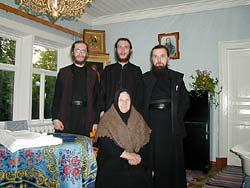 Матушка Елеферия с братией Сретенского монастыря