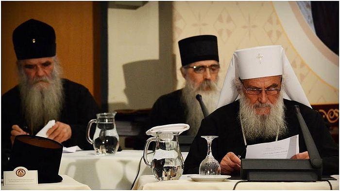 Патриарх Сербский Ириней, митрополит Черногорско-Приморский Амфилохий и епископ Бачский Ириней в президиуме.