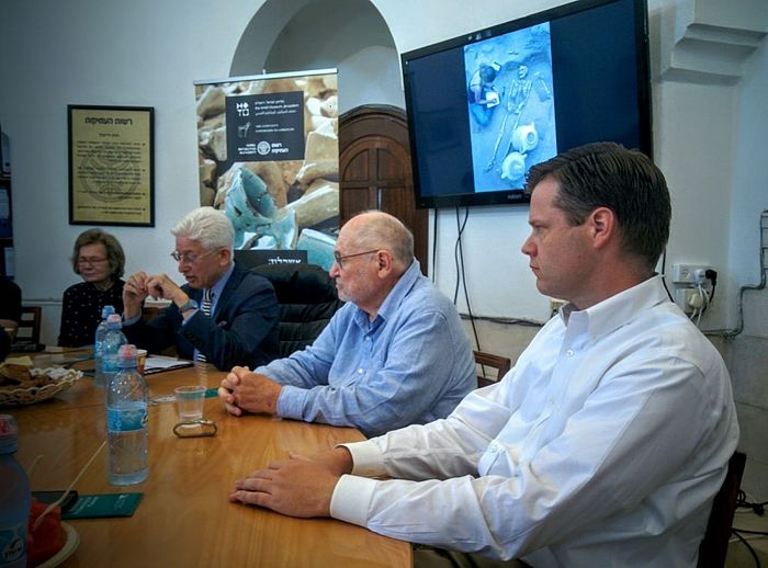 Leon Levy Expedition in Ashkelon leaders Daniel Master of Wheaton College (right) and Larry Stager of Harvard University (center), and Israel Museum Director James Snyder (left) speak at the Rockefeller Museum in Jerusalem on July 10, 2016. (Ilan Ben Zion/Times of Israel staff)