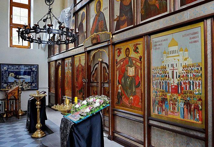 В Храме монастыря