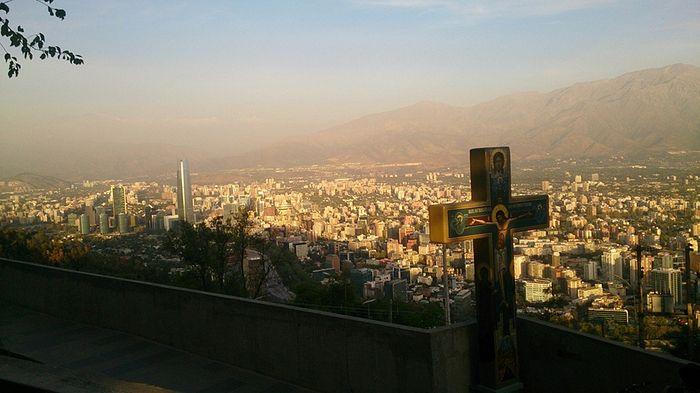 Вид на Сантьяго с холма Сан Кристобаль