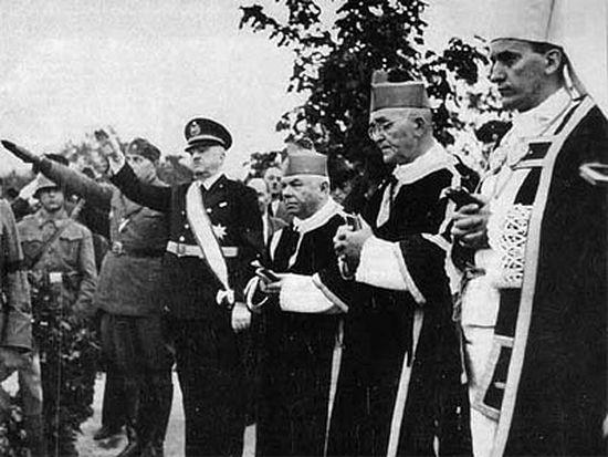 Надбискуп Алојзије Степинац (крајње десно) Фото: Викимедија