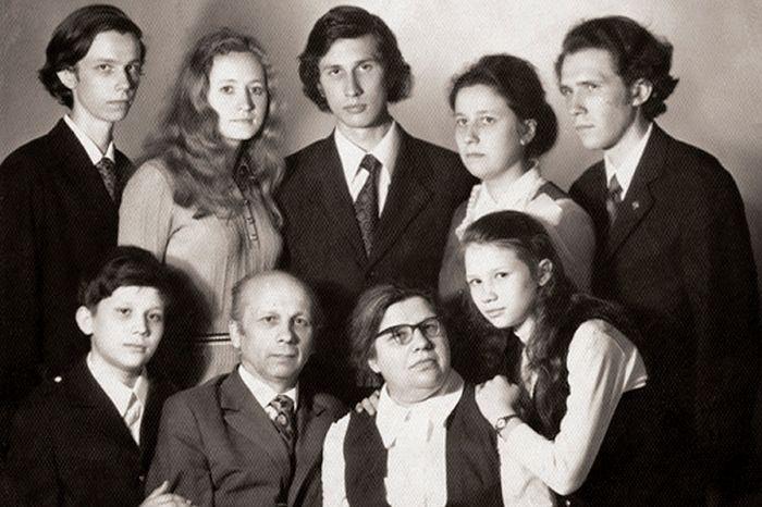 Семья протоиерея Глеба и матушки Лидии Каледы 1975