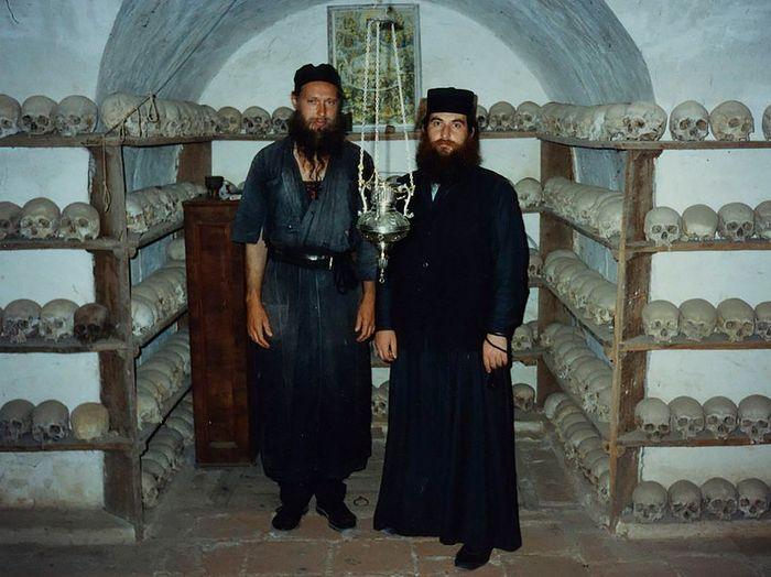 В костнице монастыря Зограф. Начало 1990-х годов