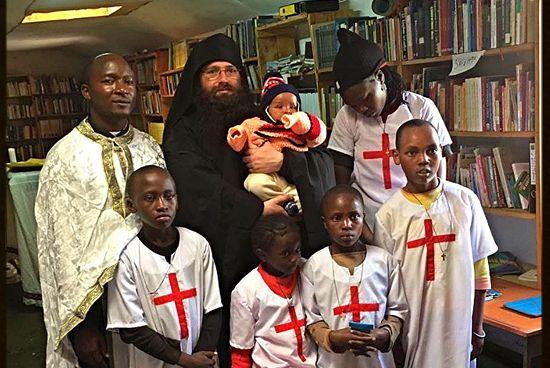 Монах Силуан (Браун) с православными африканцами