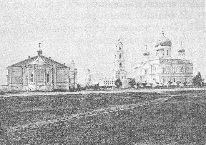 Вид Дивеевского монастыря с левой стороны. Фотография конца XIX века
