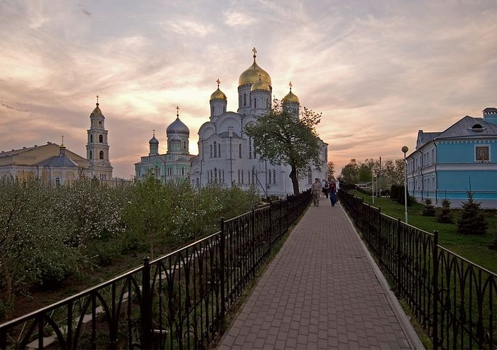 Дивеево: монастырь и канавка