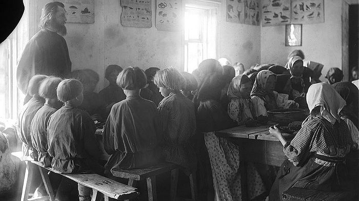 Долгое время священники были не только духовными пастырями, но и народными просветителями. Фото: Союз фотохудожников России