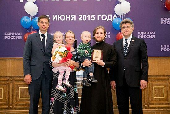 Владимир Панарин с семьей на церемонии вручения премии «10 добрых дел». Фото из личного архива