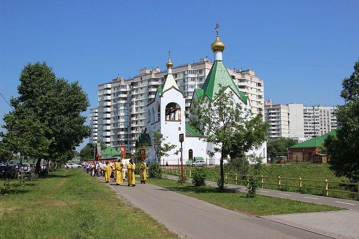 Храм Всех святых Церкви Русской в московском районе Новокосино