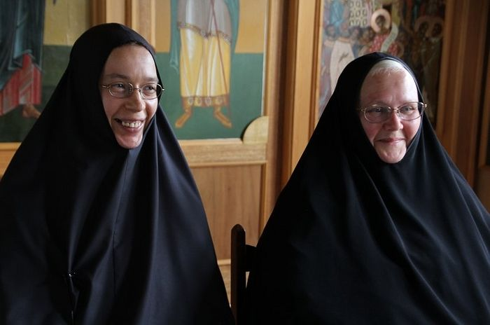 Сестры Магдалина (слева) и Ксения. Фото: Родина
