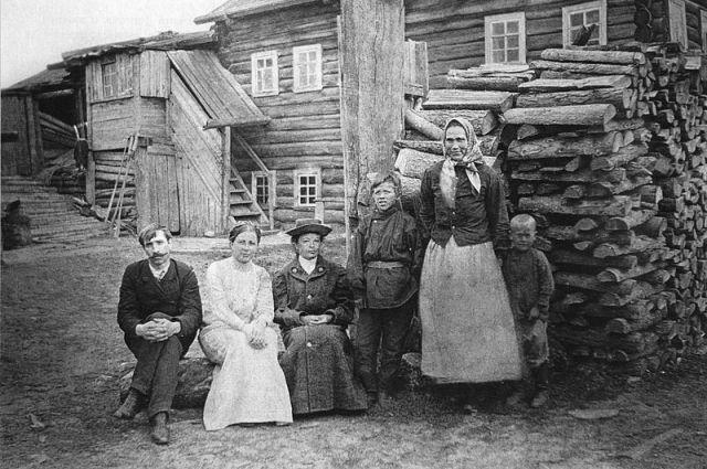 Александр Грин с первой женой Верой в деревне Великий Бор под Пинегой, 1911 г.