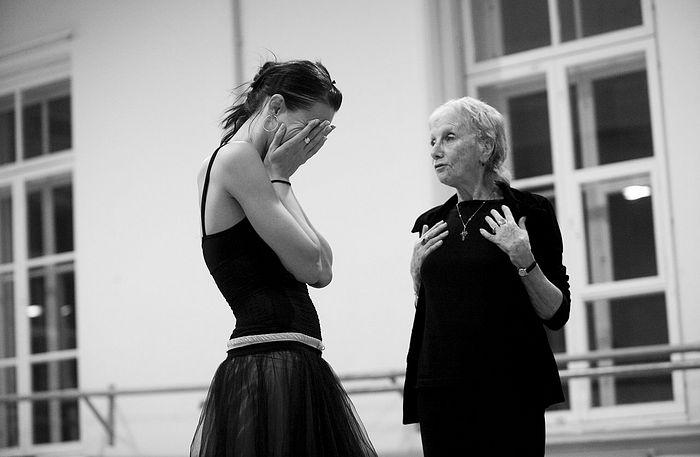 Балерины Алла Осипенко и Ирина Перрен
