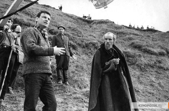 Первые дни съемок. Андрей Тарковский и Анатолий Солоницын. Осень 1965 г.