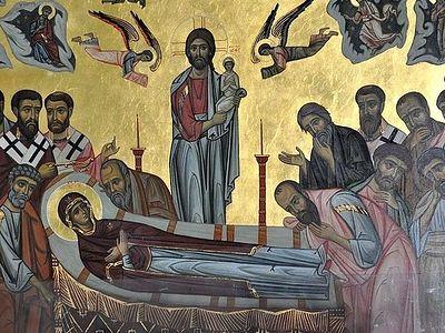 Земное и неземное в жизни Пресвятой Богородицы: о покушениях и угрозах, о благоговении и любви