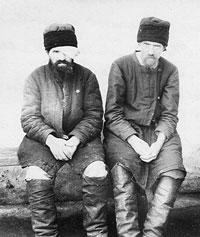 Подследственные: игумен о. Симеон – слева и о. Антоний.
