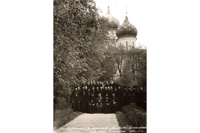 Преподаватели и воспитанники Московской духовной семинарии. 1964 г.