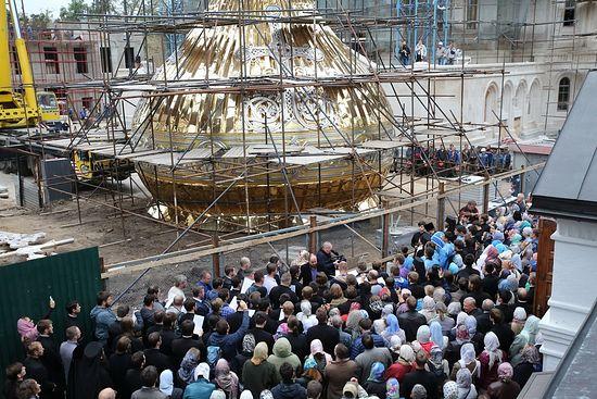 Освећење купола. Фото: Владимир Бајков