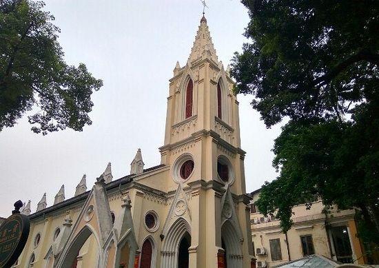 Храм Девы Марии в Гуанчжоу. Находится на историческом острове Шемиен, где сохранилось очень много зданий в южноевропейском стиле: сто лет назад тут процветала европейская торговля