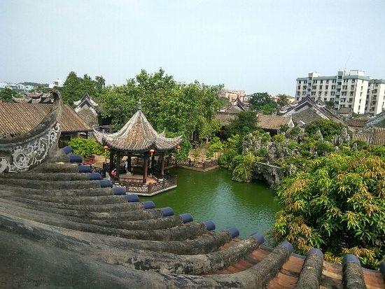 Традиционный китайский сад в Гуанчжоу.