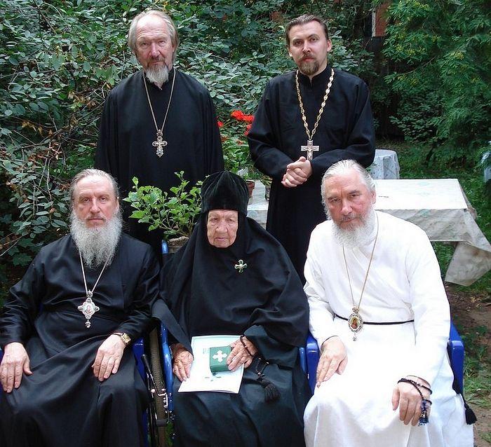 Митрополит Димитрий, схимонахиня Мария, Митрополит Климент, протоиерей Николай и его сын, протоиерей Константин, 2007 г.