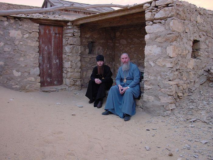 Египет, келья у монастыря Макария Великого, 2002 г.