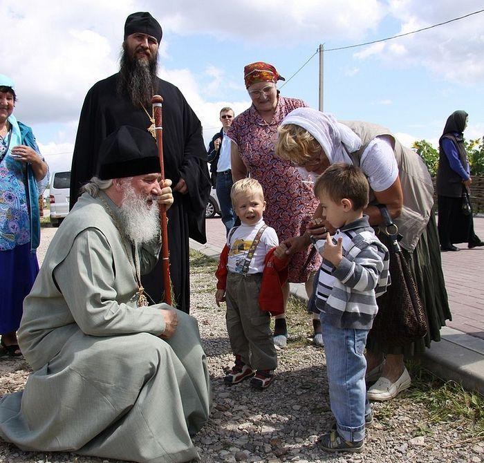Беседа после богослужения в храме Илии Пророка в селе Ильинское, 2011 г.