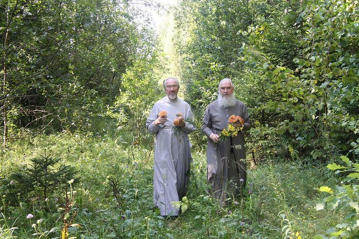 Тихая охота. Митрополит Климент со страшим братом протоиереем Николаем, 2011 г.