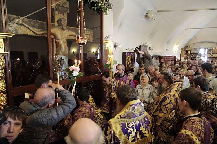 Metropolitan Kirill of Ekaterinburg and Verkhoturye offers prayers at the Miracle Cross