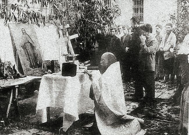 Отец Алексий Мечев совершает молебен при закладке дома для причта на Маросейке