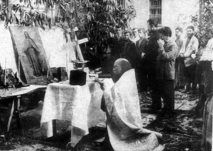 Fr. Alexiy Mechyov during a prayer service