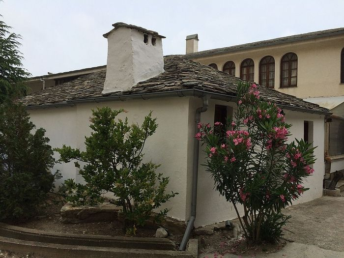 В 1974 году было всего два здания - храм Архангела Михаила и этот домик (келия)