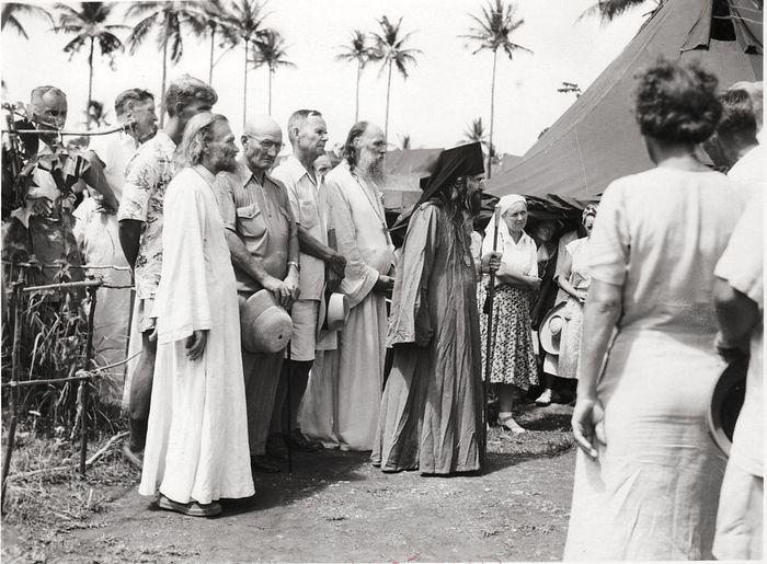 Владыка Иоанн на Филиппинах, в лагере русских беженцев из Китая