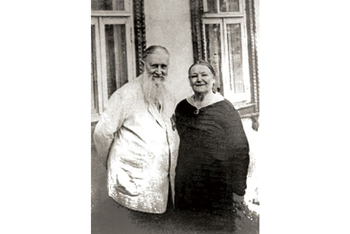 Родители отца Валериана — Михаил Валерианович и Любовь Владимировна Кречетовы