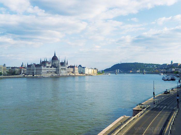Вид на здания венгерского парламента — одну из главных достопримечательностей Будапешта