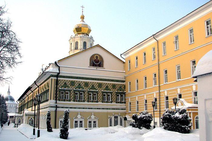 Московская духовная академия и Покровский храм