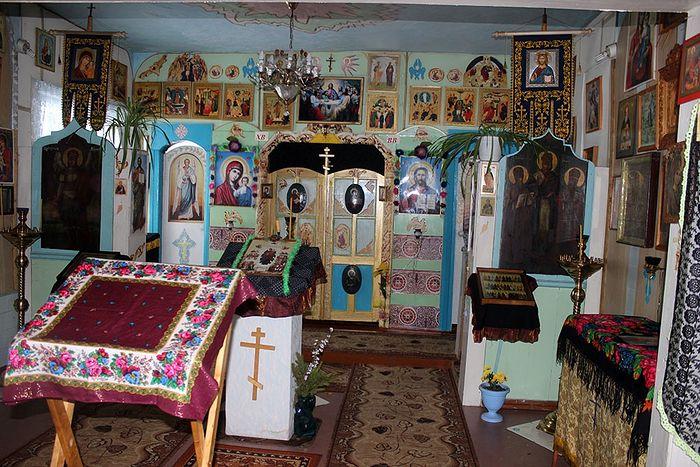 В храме поселка Кемъяр