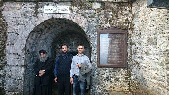 Я, Егор – мой шурин, и наш водитель монах Антоний на источнике св. Афанасия.