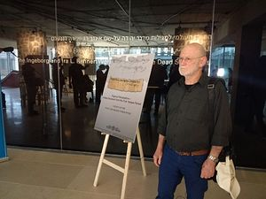 Israel Prize-winning Biblical scholar Shmuel Ahituv arrives for a press conference to discuss an ancient papyrus featuring the earliest Hebrew mention of Jerusalem, October 26, 2016 (Courtesy)